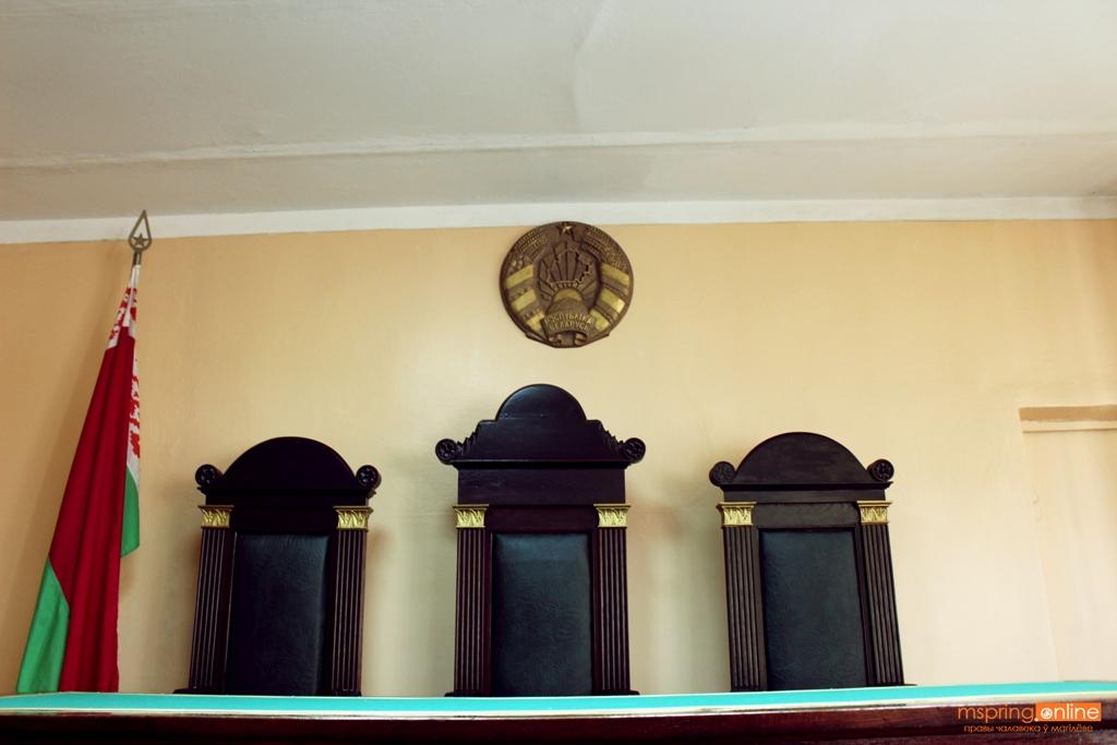 За г….на ответит? В Могилеве проходит суд по уголовному делу за оскорбление милиционера