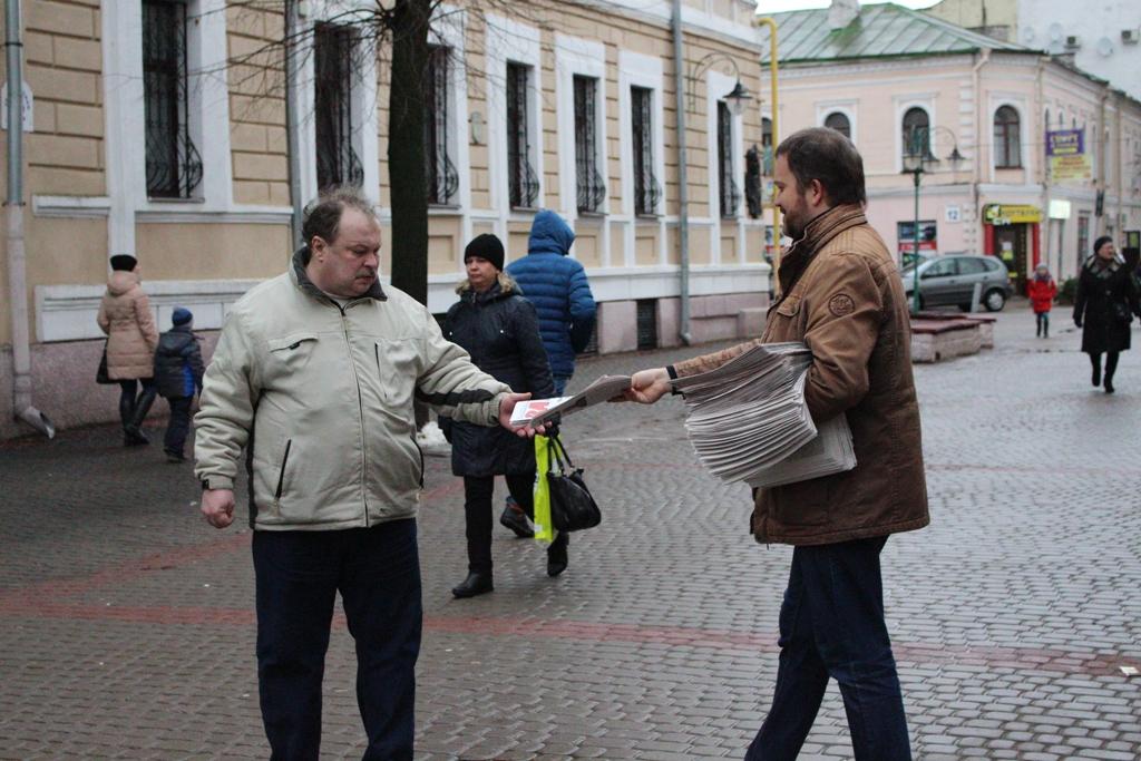 Дзень правоў чалавека ў Магілёве адзначылі выставай і раздачай газет