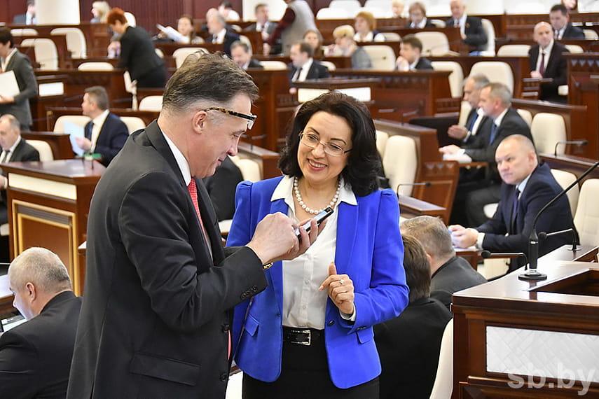 Парламент адмовіўся разбірацца з праблемай мам у жаночай калоніі