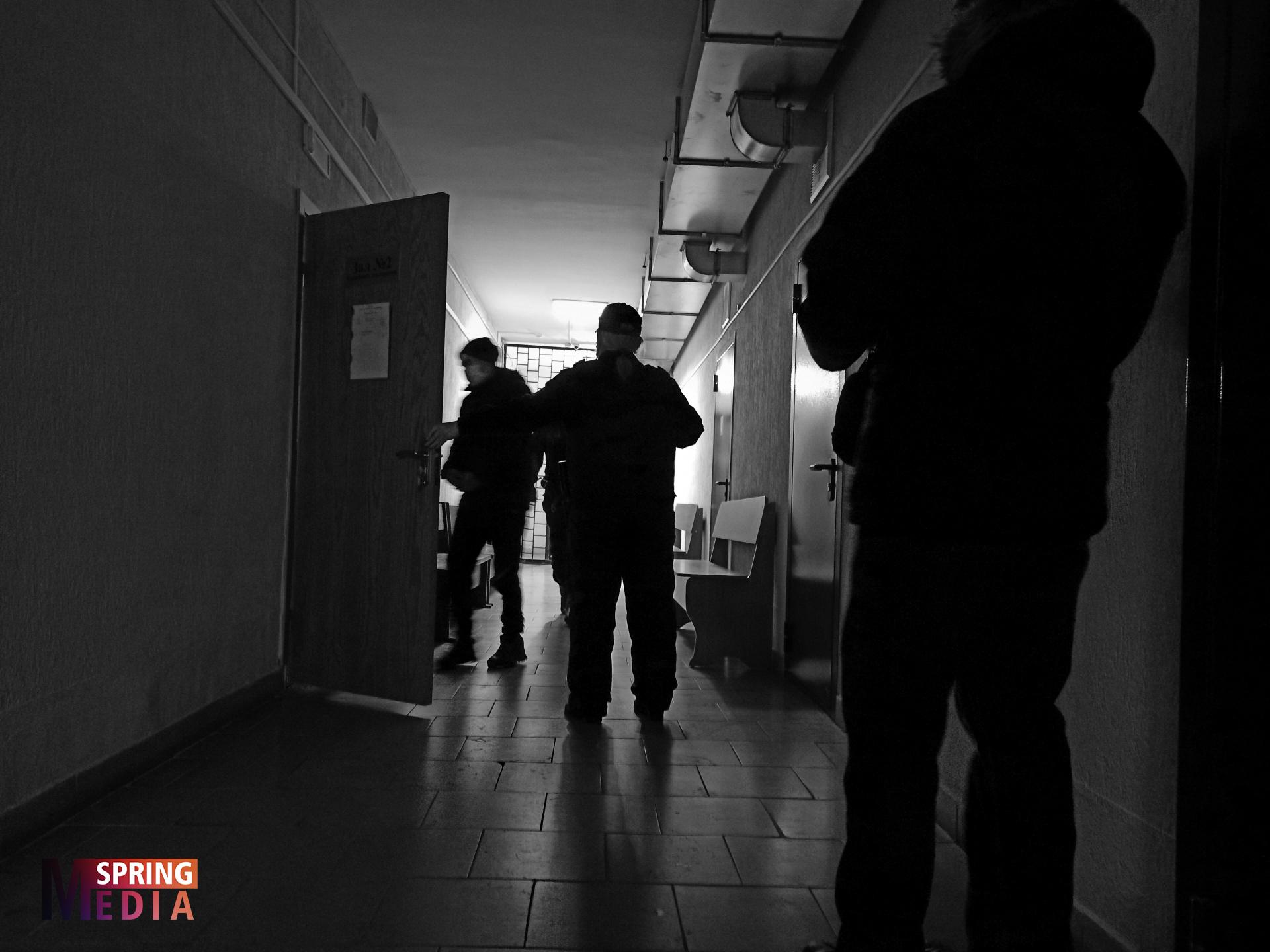 В Могилеве — самый странный суд по «политической уголовке» в стране. Процесс закрытый, фигурирует оружие