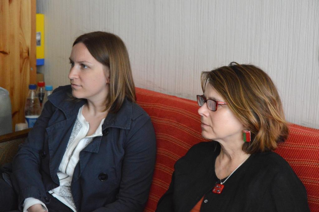 Пасол Фіёна Гіб (справа) і перакладчыца Вольга Рапінчук