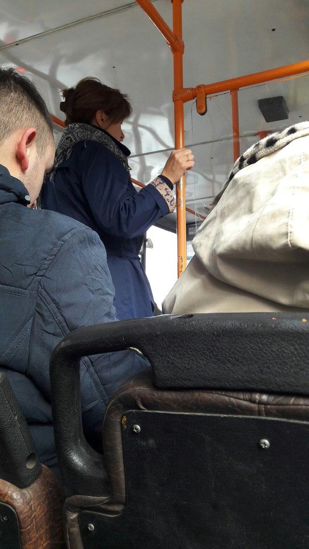 Суддзя Трыфанава у тралейбусе, якую запрыкмеціў і сфатаграфаваў Хамратаў