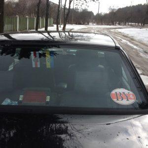 Могилевчанина могут оштрафовать за бело-красно-белую наклейку на авто