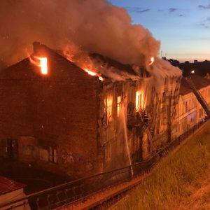 Как горит памятник архитектуры в Могилеве. В нескольких фото