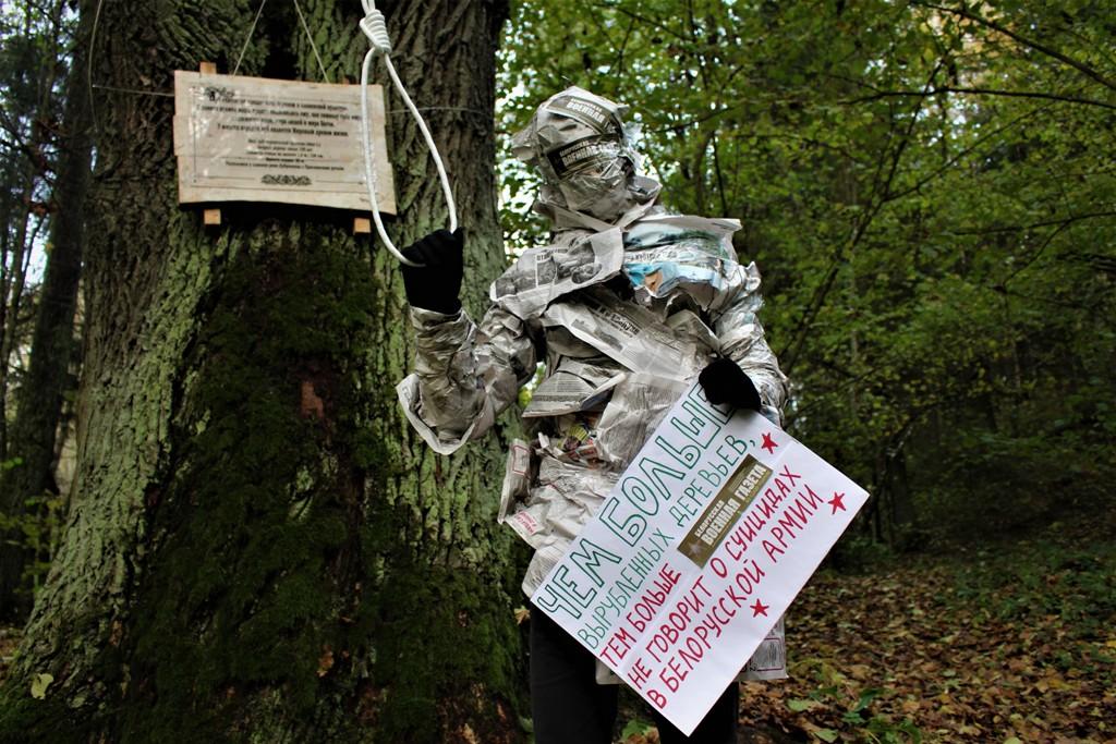 Могилевчане создали остросоциальный фотопроект про бесполезность газет и спасение Печерска