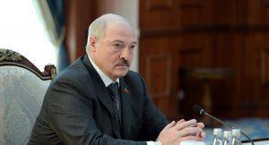 Праваабаронца спытаў у Лукашэнкі пра ягоныя перадвыбарчыя абяцанні. Яму параілі пабольш глядзець тэлевізар і чытаць газет