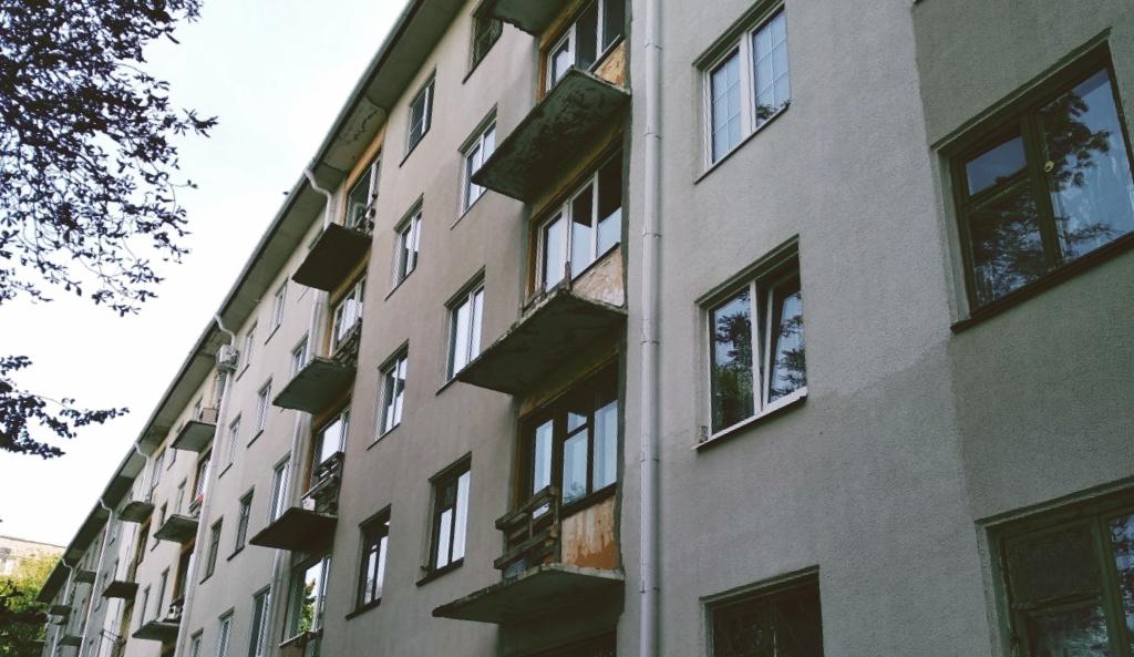 «У людей целый год балконы без ограждений, а деньги тратят на показуху к приезду Путина и Лукашенко»