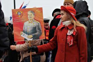Белорусские власти сделали день Октябрьской революции своим днём (ВИДЕО)