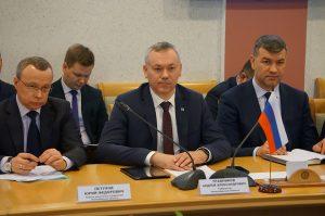 В Могилев договариваться о сотрудничестве приехал губернатор Новосибирска. Он известен из-за сжигания книг