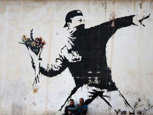Могилевчанам покажут выставку по творчеству Бэнкси — главного социально-политического художника нашего времени