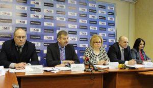 Руководство «Омск Карбона» и чиновники заявили, что завод не опасен. Правозащитника и некоторых журналистов на встречу не пустили