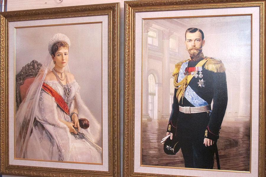 Здаецца, магілёўскіх школьнікаў сілай заганялі на выставу пра царскую сям'ю Мікалая II (ФОТАФАКТ)