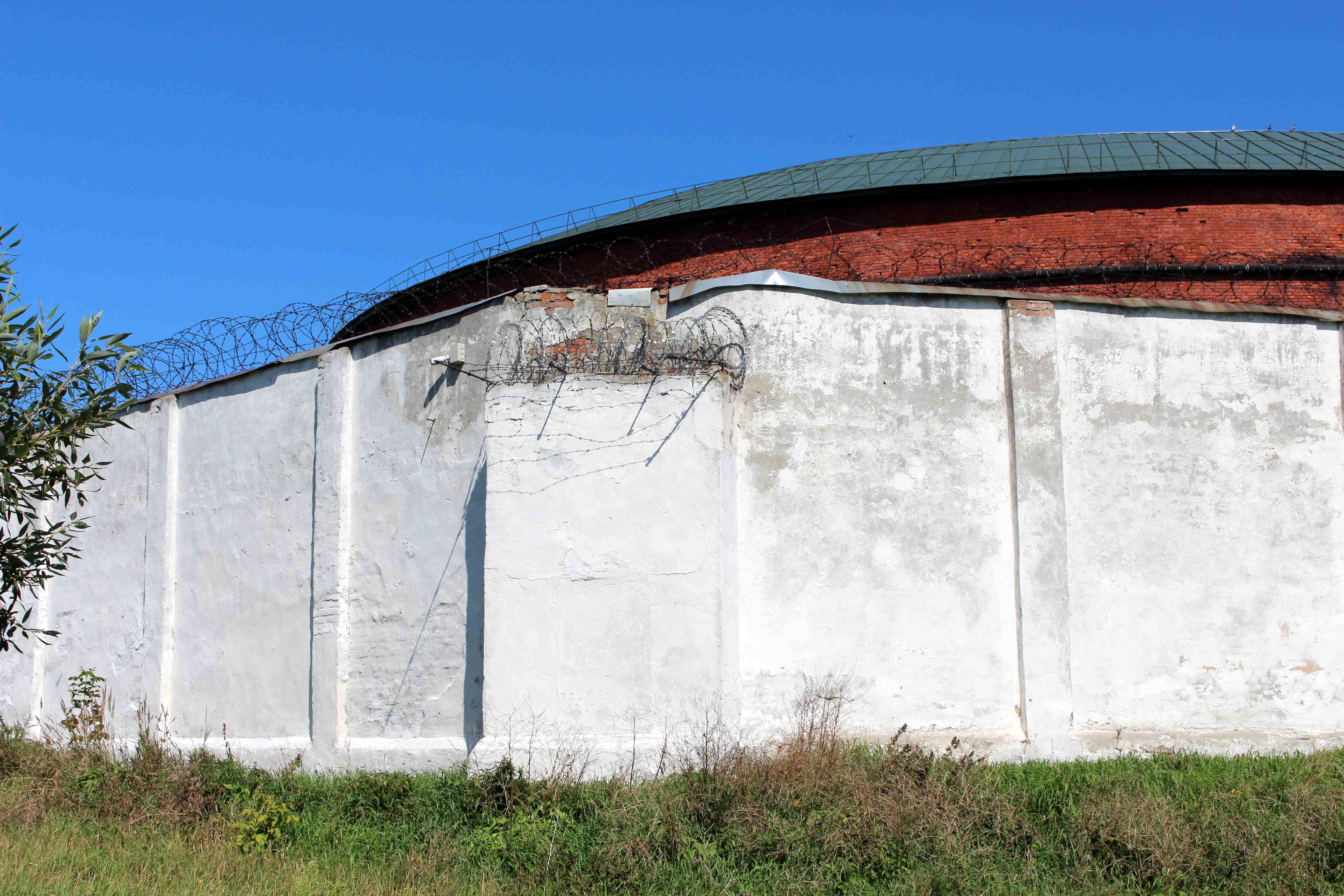 Дэпартамент МУС «не заўважыў» лісты жалеза на вокнах бабруйскага СІЗА. На фота яны бачныя цудоўна