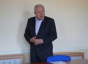 Могилевский депутат обвинил могилевчанина в «предательстве из-за кармана» после вопроса о поглощении Россией Беларуси