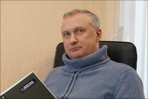 Юрист разобрал скандальный случай с директором детсада, чей подъезд обклеили листовками о фальсификациях на выборах