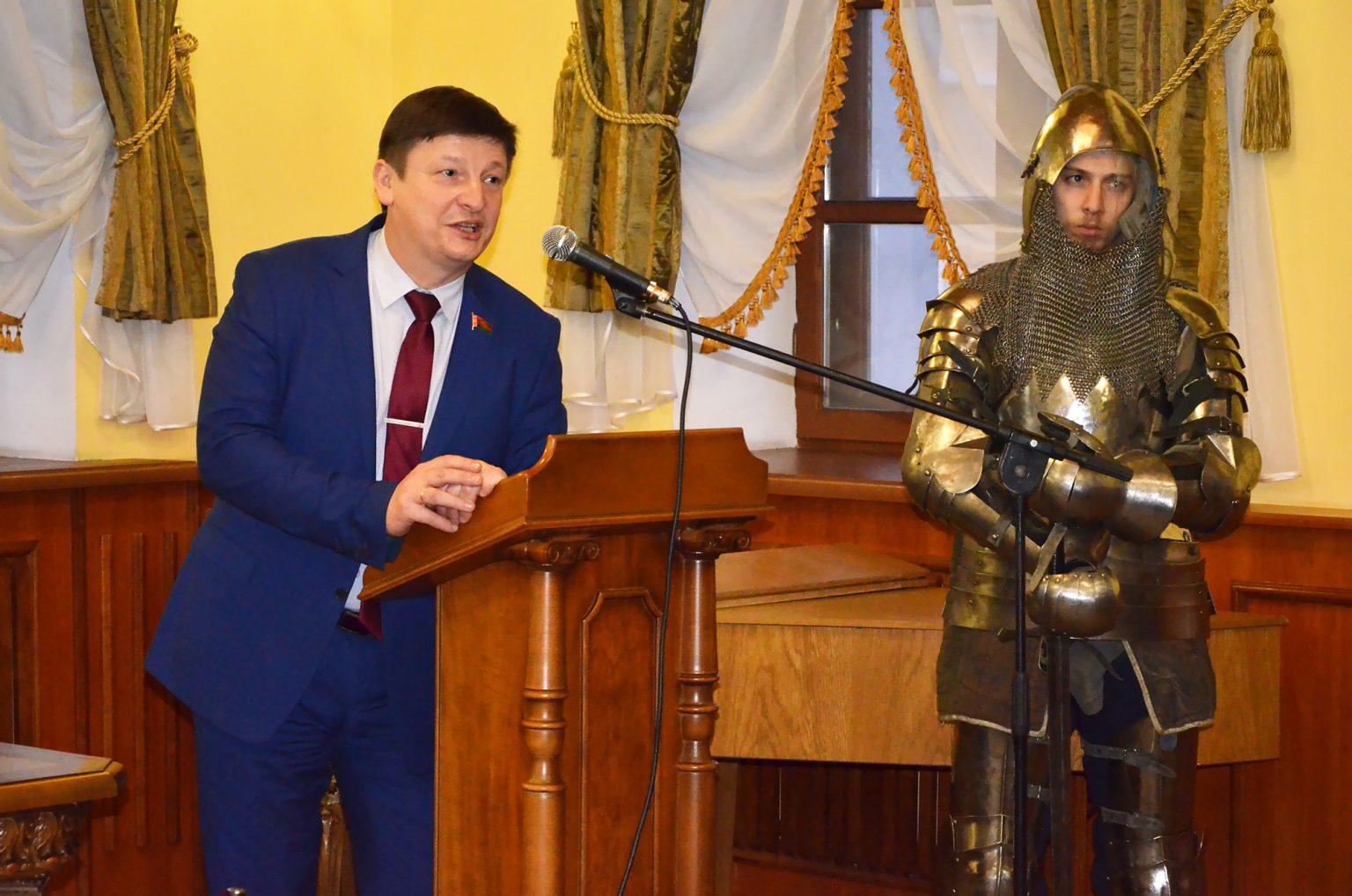 Лгуны, холуи, мерзавцы. Депутат Марзалюк агрессивно прошелся по людям, которые «патологически не любят белорусскую власть»