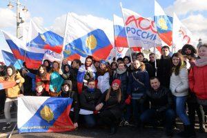Пир во время коронавируса. Границы закрыты, но Россия приглашает белорусскую молодежь
