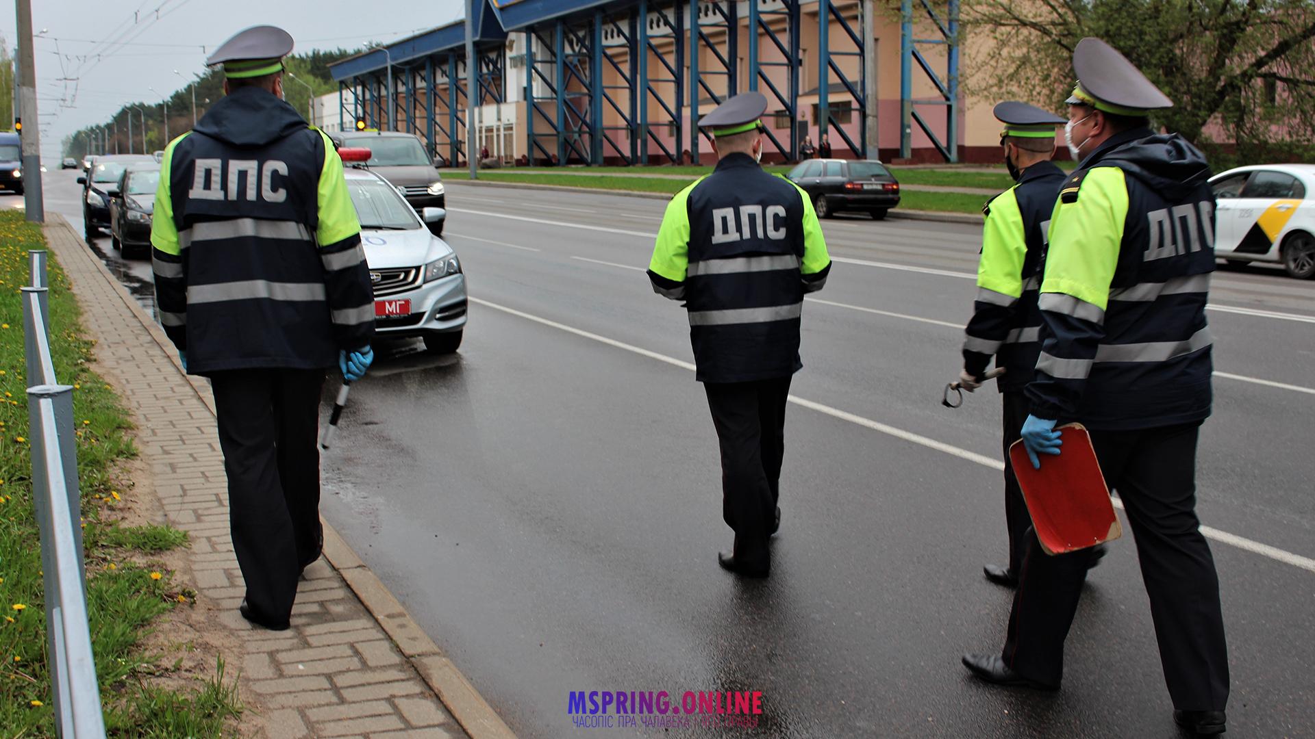 Улады пакрыўдзіліся: затрымалі ўдзельнікаў акцыі, на якой зняважылі міліцыю на Віцебскім праспекце ў Магілёве