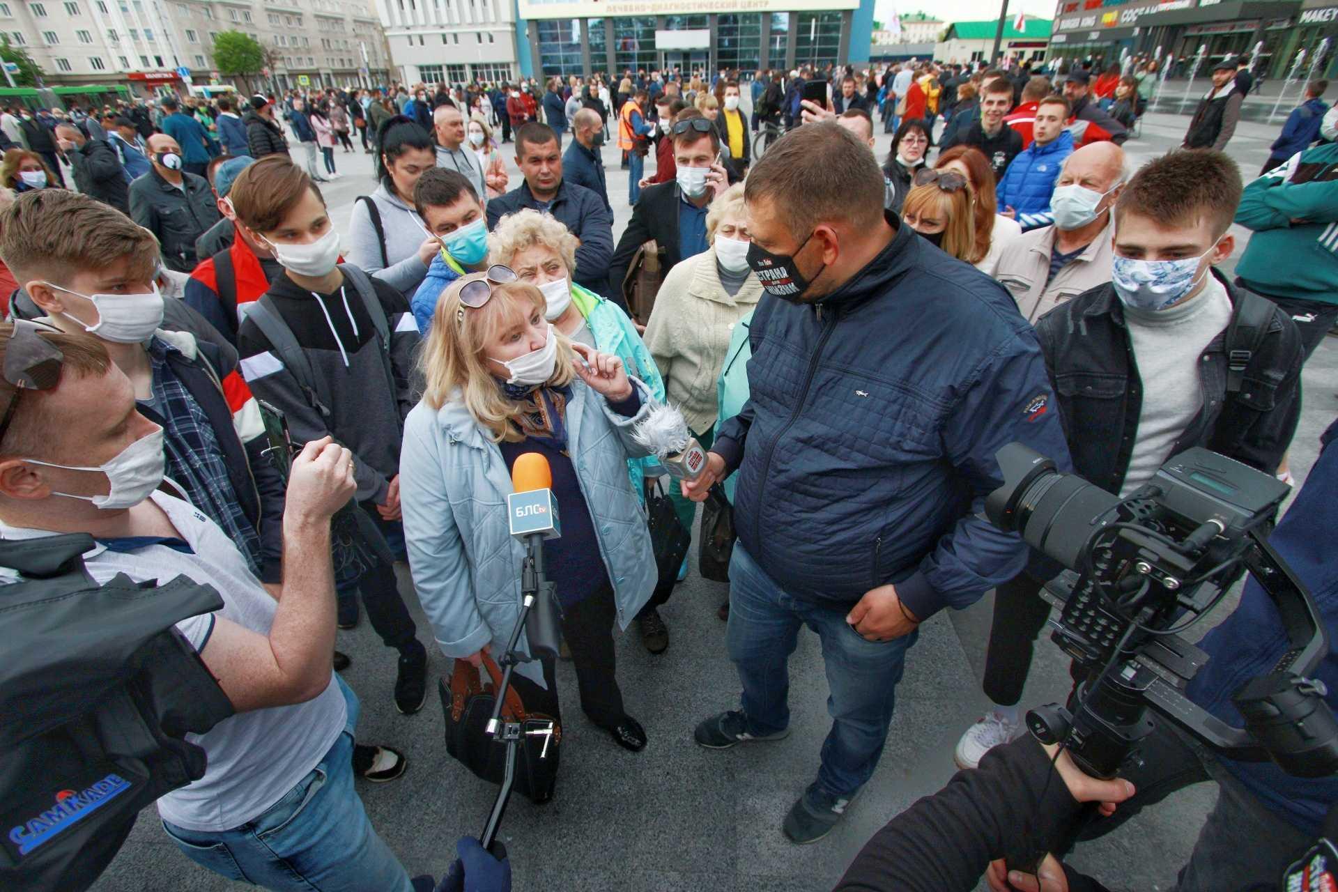 Удивительное совпадение. Могилевские депутаты и сенатор единовременно «мочат» пикеты Тихановского