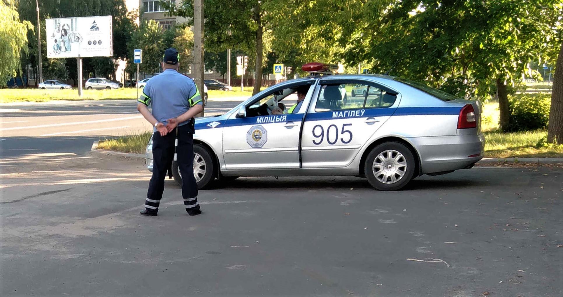 Як міліцыя прэсуе людзей, якія сігналяць пікетам Ціханоўскай ВІДЭА