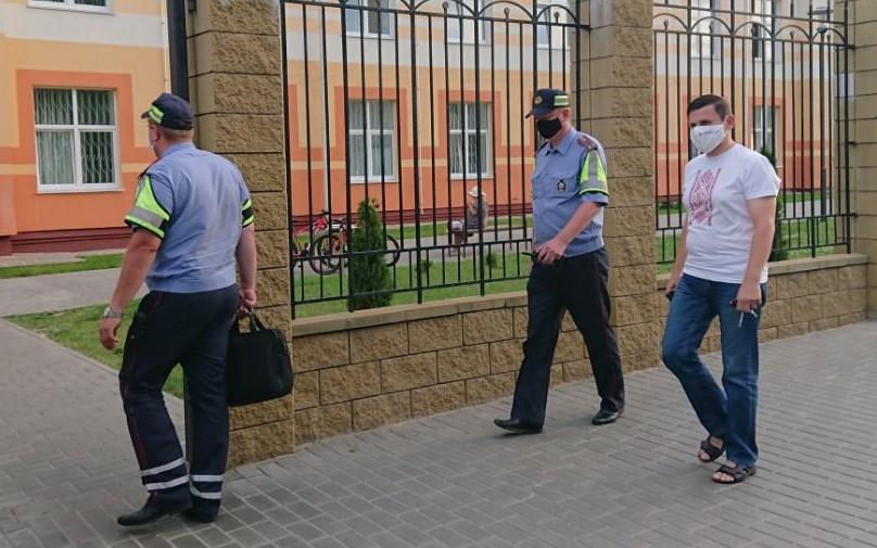 Могилевский журналист потребовал завести уголовное дело из-за провокации милиции в отношении него